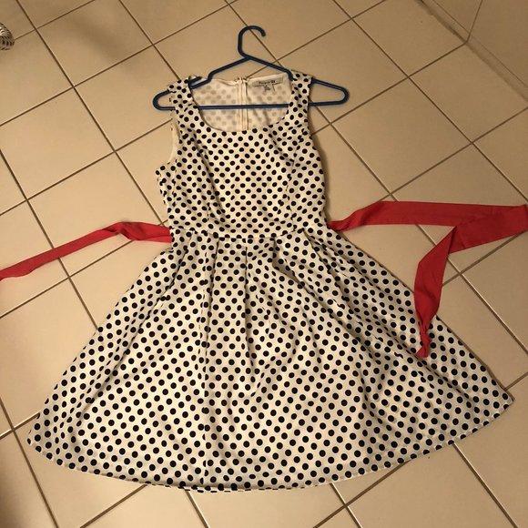 Forever 21 Dresses & Skirts - Forever 21 polka dot summer dress